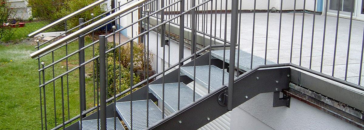 Terrassengeländer mit Treppe