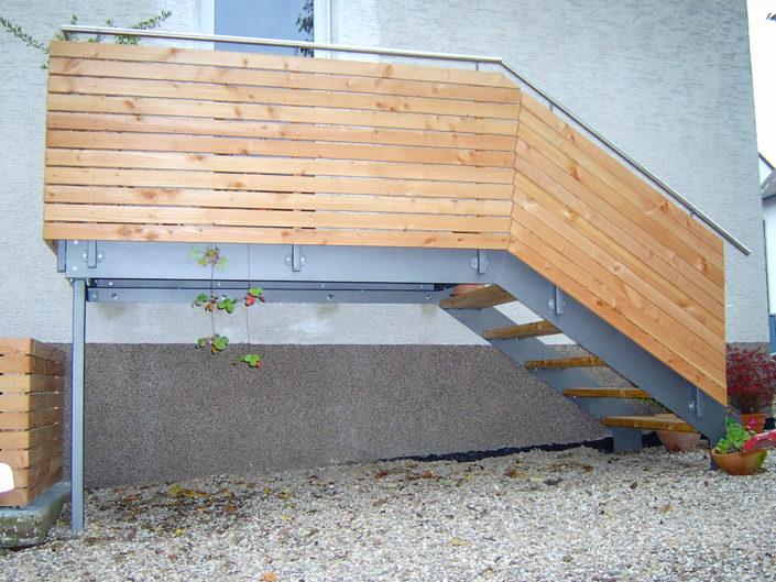 Außentreppe mit Holz